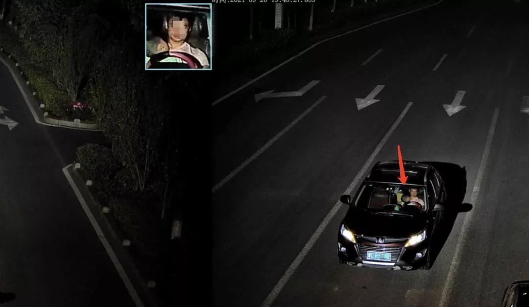 危险!香港经典三级,免费在线观看的黄片,a片毛片免费观看,夫妻性生活影片3名驾驶员抱着小孩开车,监控视频拍下惊心画面……