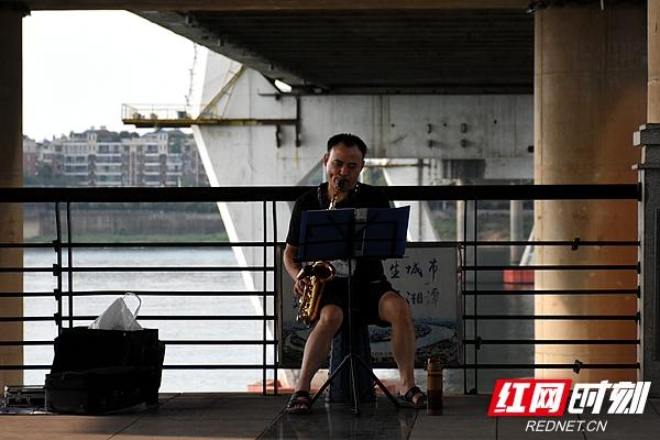 组图丨香港经典三级,免费在线观看的黄片,a片毛片免费观看,夫妻性生活影片:沿江风光带 秋色韵味长