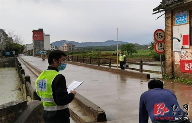 宁远:一架无人机的新使命——监测重点桥梁保民安_副本670.jpg