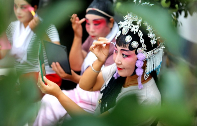 Online folk art shows staged in Hebei