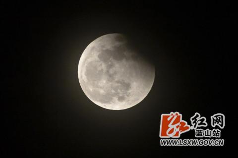 超级月亮景观。