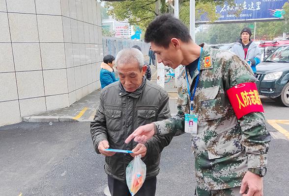 临湘市住建局(人防办)组织志愿者开展人防宣传进社区活动