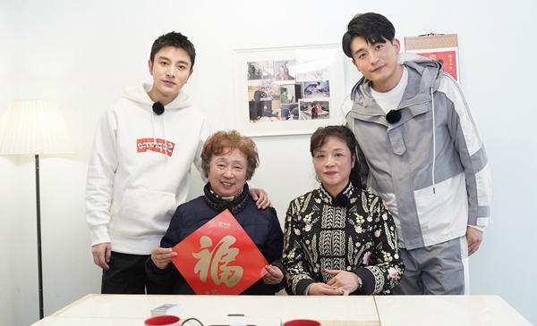 1贾乃亮、孙确到了日本了艺洲与冯奶奶及其女儿合影.jpg