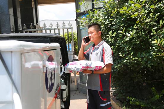 高温下的劳动者丨烈日下的速度与激情 湘潭快递员一天送件过百