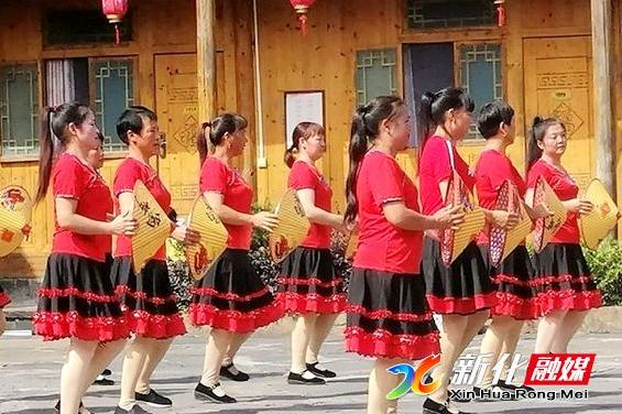 奉家镇渠江源村开展庆祝重阳老年节主题活动