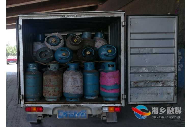 公安局:一货车未经批准运载危险物品被查