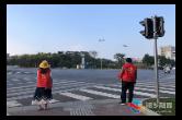 [新湘路街道]文明劝导员走上街头 助力文明城市创建
