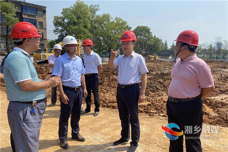 周俊文:抓进度 保质量 全力推进重点项目建设