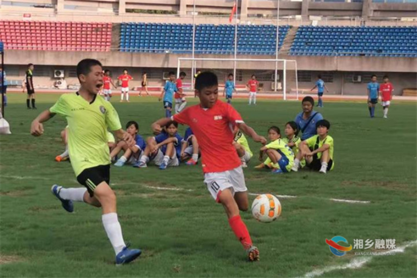 两连冠!湘铝学校男女足球队蝉联湘潭市运动会足球比赛小学组冠军