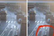 惊险!货车盲区老人被挂倒 湘乡民警紧急出手…