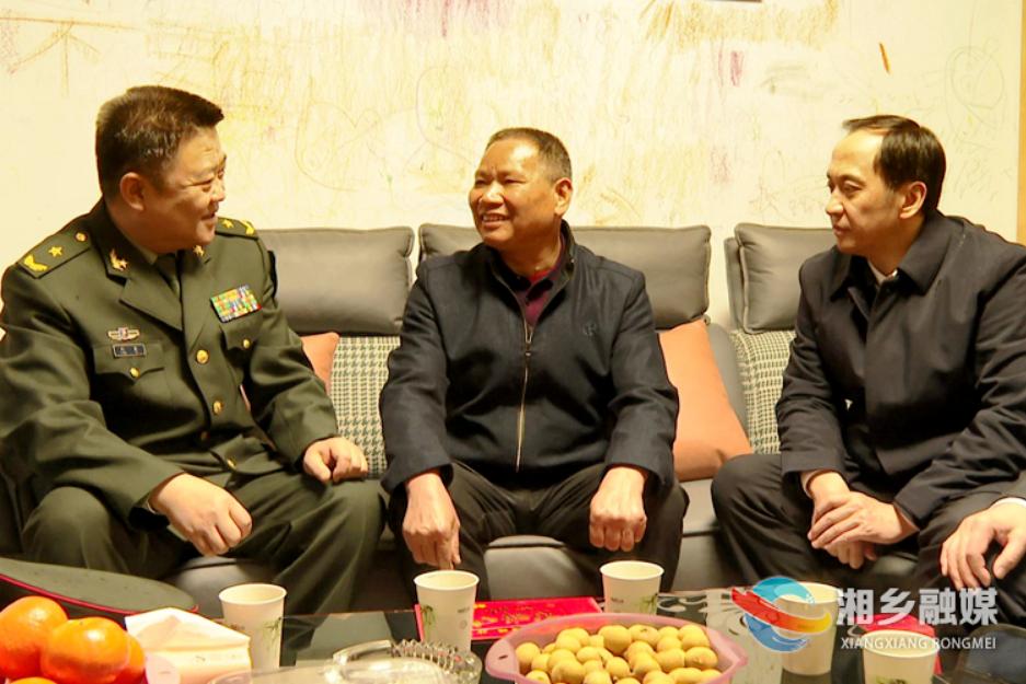 冯毅 许显辉来湘乡开展春节前走访慰问活动