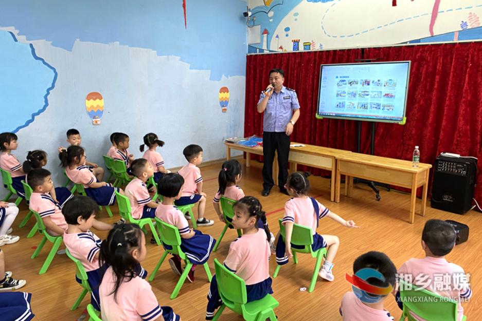 """防灾减灾安全""""童""""行 湘乡组织16个幼儿园开展安全逃生演练"""