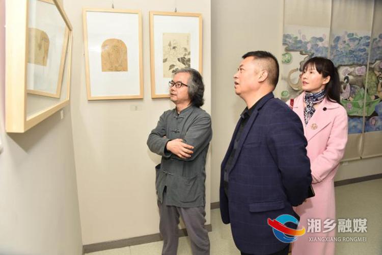延续传统经典!湘乡80后女画家编绘发行《水墨芥子园·花卉草虫谱》