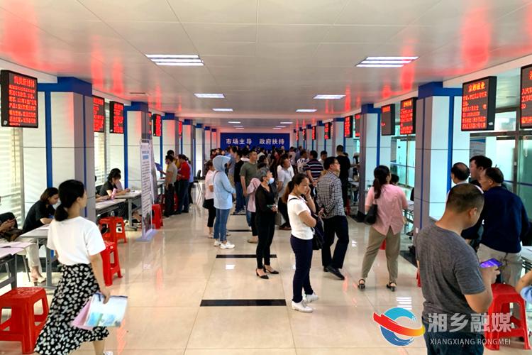 湘乡首场精准扶贫招聘会  238人达成就业意向
