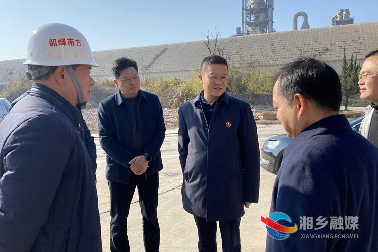 """周俊文""""四不两直""""到乡镇督查非煤矿山整治和安全生产工作"""