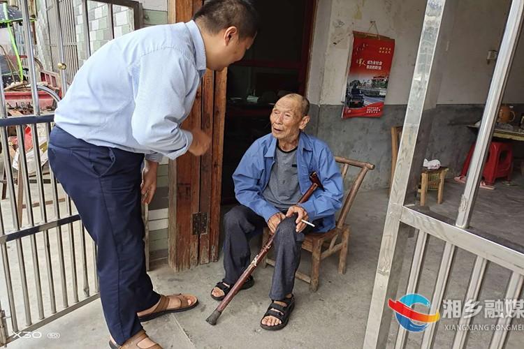 中沙镇:节前走访慰问复员军人