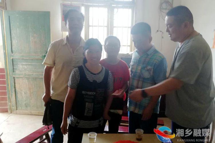 民革亚洲城娱乐手机登录入口市委:爱心助学 情暖贫困学子