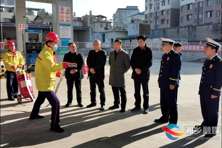 市领导带队开展消防安全检查