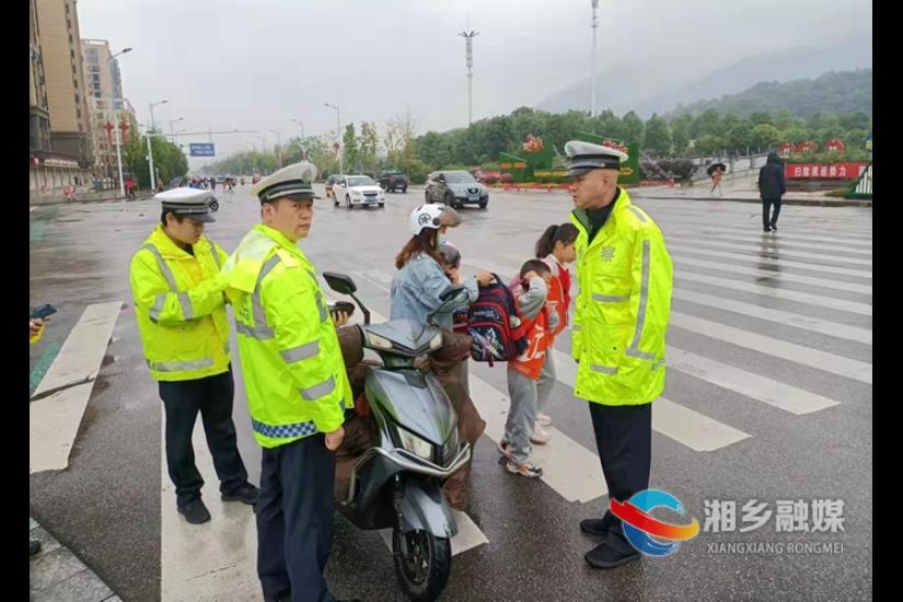 [公安局]声势大效果好 交警大队开展摩托车专项整治行动