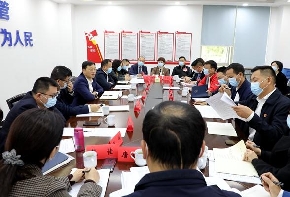 周志军参加暮云地区、坡子街地区代表团分组讨论