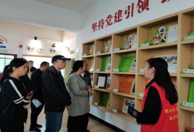 格尔木市基层党建工作培训班一行来青园街道湘园社区参观学习