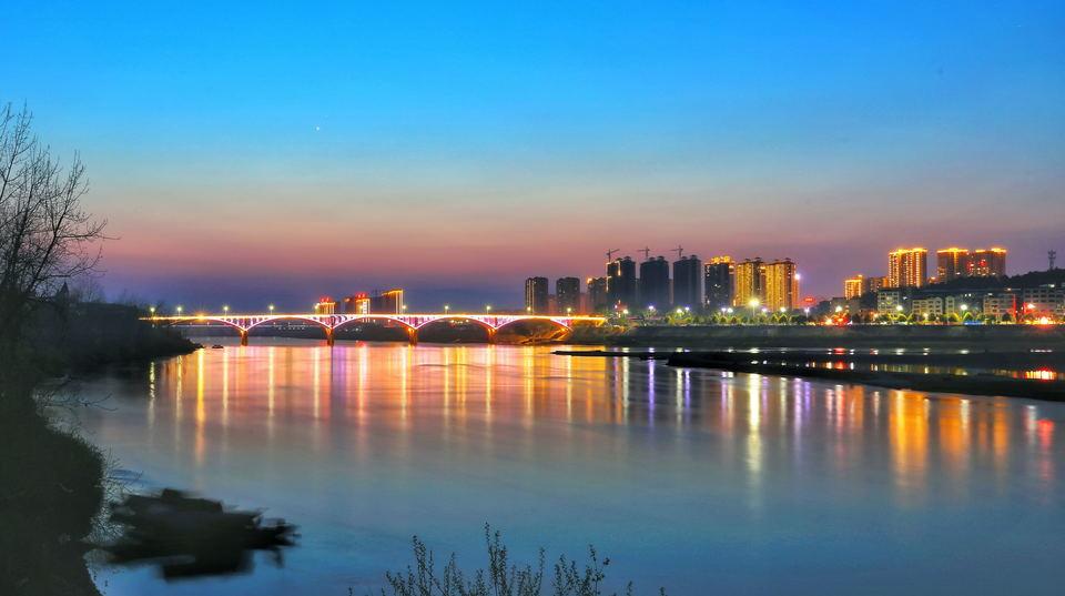 冯京春  《小城夜色》