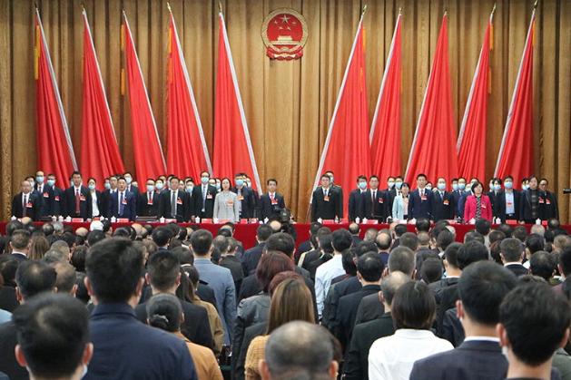 新田县第十八届人民代表大会第一次会议隆重开幕