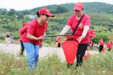 資興志愿者:清潔母親湖,我們在行動