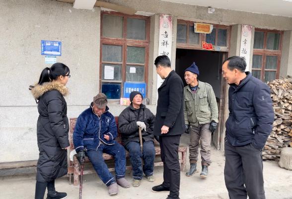 麻塘山乡政协工联委组织政协委员走访慰问生活困难党员