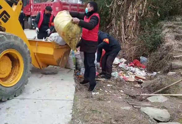 麻塘山乡双坪村开展爱心扶贫活动