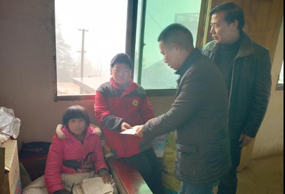 【新春走基层】县市场监管局深入帮扶联系村开展新春节前送温暖活动