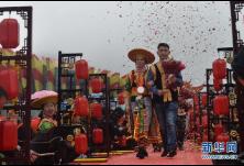 新华网 | 湖南隆回举行扶贫脱单集体婚礼