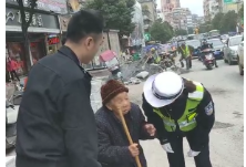 暖心!七旬老奶奶迷路隆回交警护送回家