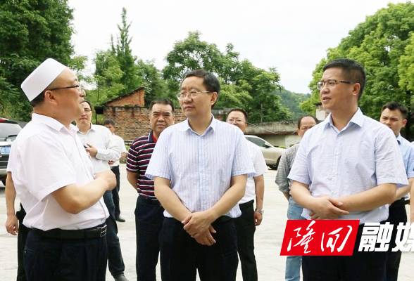 刘军、杨韶辉与穆斯林群众共庆开斋节