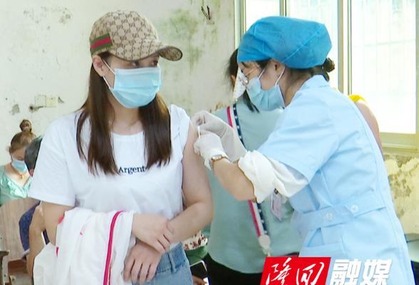 """隆回县新冠疫苗""""方舱接种点""""投入使用   日接种量可达3000剂次"""