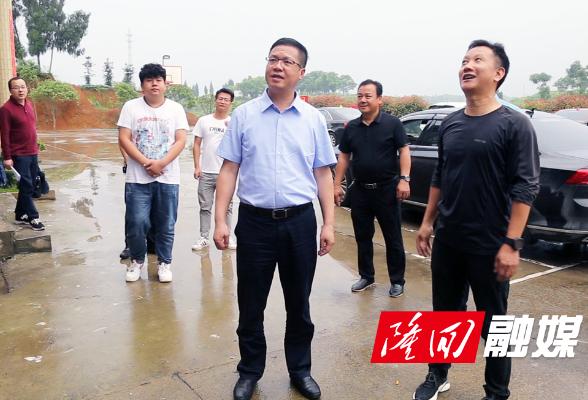 杨韶辉走访省派乡村振兴工作队