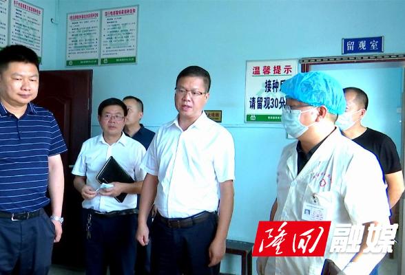 杨韶辉深入乡镇督导新冠疫苗接种工作