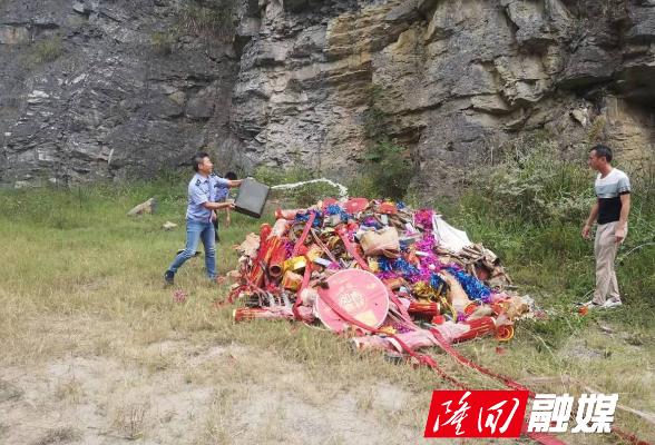 横板桥镇集中销毁一批非法烟花爆竹