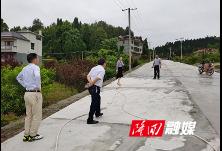 隆回县退役军人事务局为祭扫英烈改建便民路