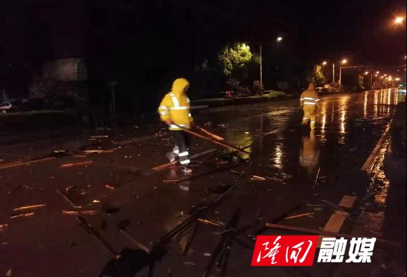 隆回:全力排除暴风雨后城市运行安全隐患