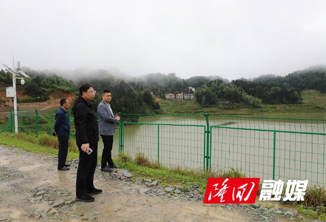 隆回城管局到鸭田镇青庄村开展防汛安全检查