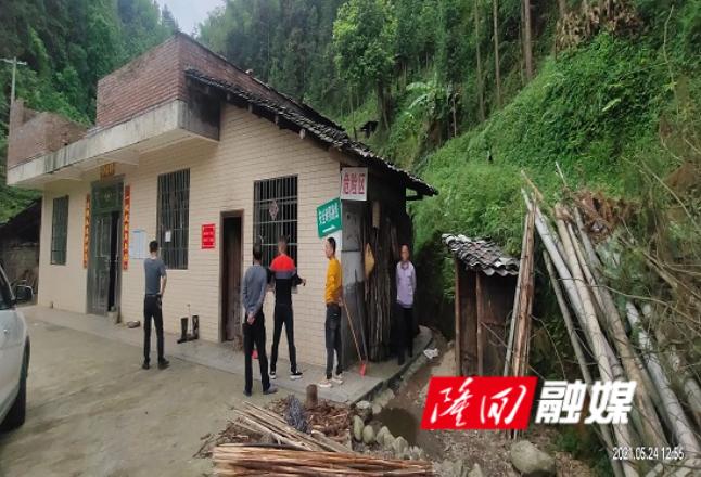 大水田乡组织乡村两级干部开展地质灾害隐患排查