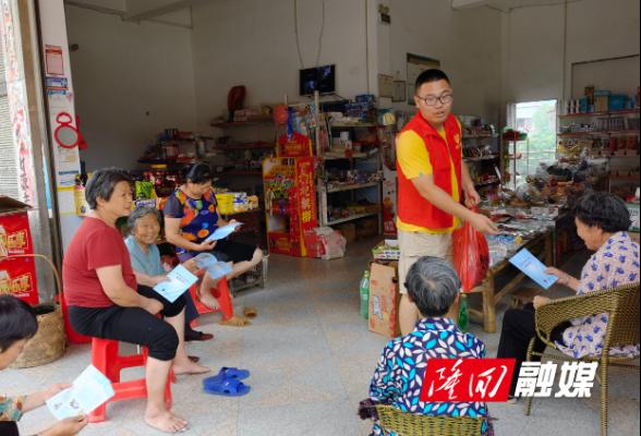 隆回县三阁司镇开展禁毒和反电诈宣传进商铺活动