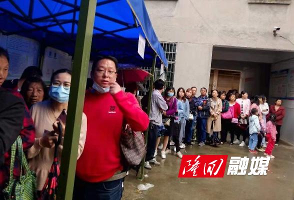 六都寨镇村民积极接种新冠疫苗