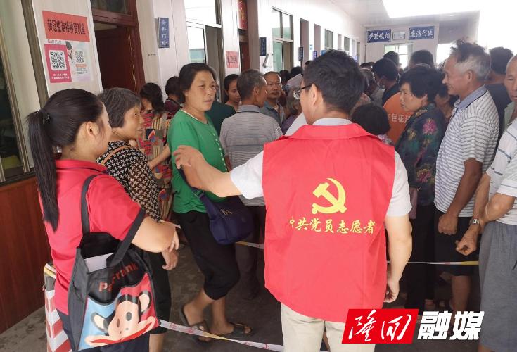 鸭田镇志愿者周末助力疫苗接种