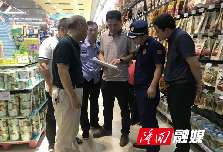 隆回县商务局联合多部门对县城大型商场超市进行安全生产检查