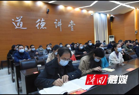 县财政局集中收看县政协十届一次会议、县十七届人大一次会议