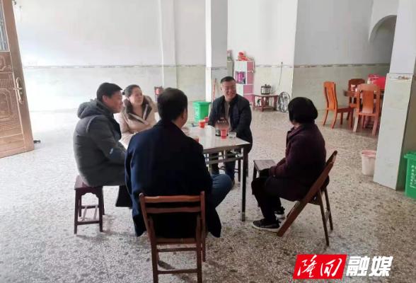 【新春走基层】张胤到西洋江镇看望慰问离退休村干部