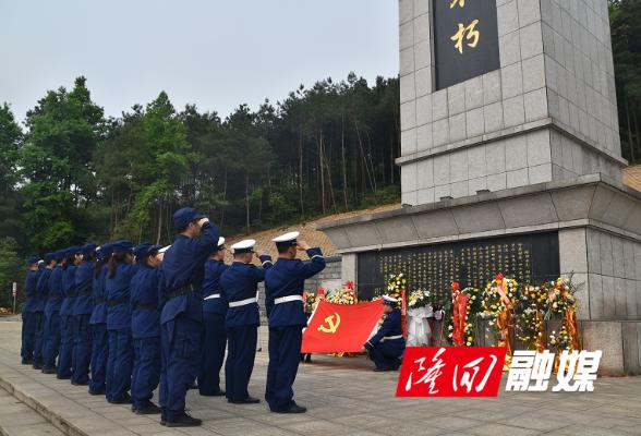 隆回消防举行清明节祭奠英烈仪式