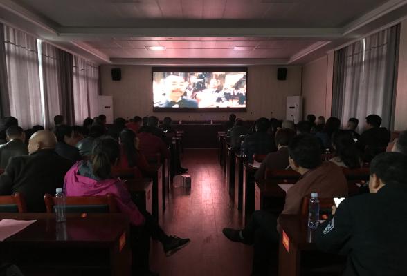 三阁司镇组织集中收看党史教育红色影片《建党伟业》